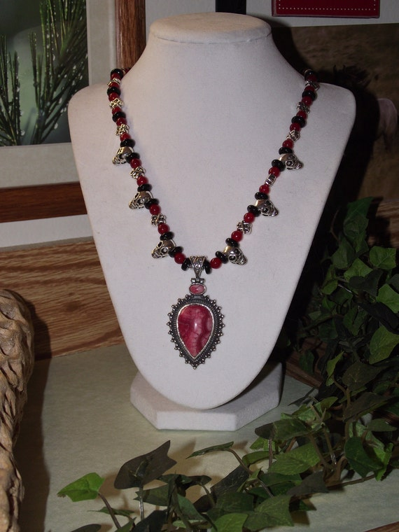 Red Agate Silver Pendant Silver Rubies Obsidian Skull Beaded Necklace
