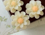 SPECIAL OFFER --- 18 mm Milky Yellow Colour Resin Marigold Flower (.ag)