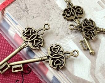44 mm Antiqued Bronze Key Charm (.sg)