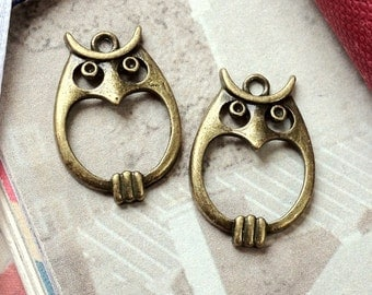 23 x 16 mm Antiqued Bronze Owl Charms (.at)