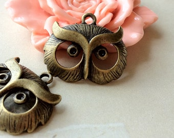24 mm x 21 mm Cute Owl Antiqued Bronze Charms Pendant (.na)