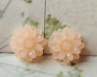 12 mm Light Peach Color Little Daisy Chrysanthemum Resin Flower Cabochons (.tu)