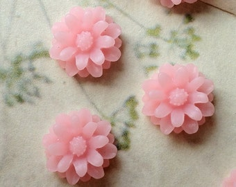 12 mm Light Pink Color Little Daisy Chrysanthemum Resin Flower Cabochons (.tu)