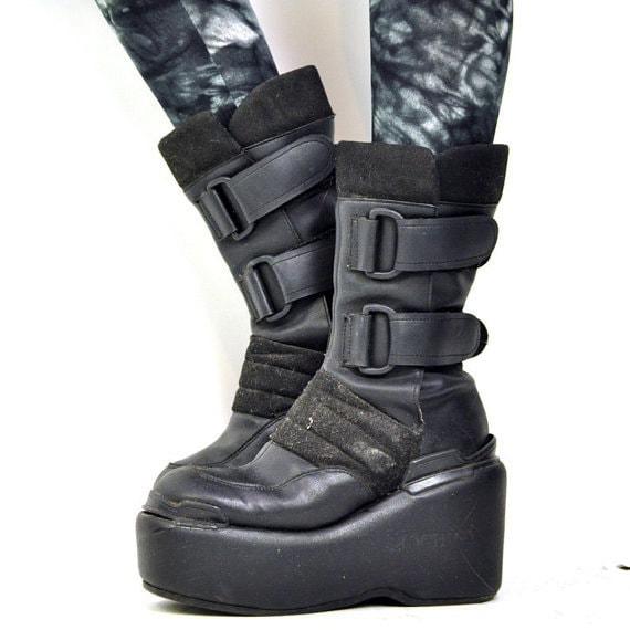 ViNTAGE 90s CYBER PLATFORM Boot / luichiny / black platform / minimalist moon boot / 8.5 - 9 / rare euro / space / futurist