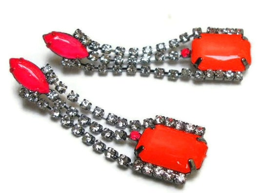neon earrings geometric deco The Fontaine in neon pink orange