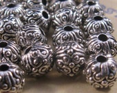 Textured silver round beads (15) bali style silver toned beads