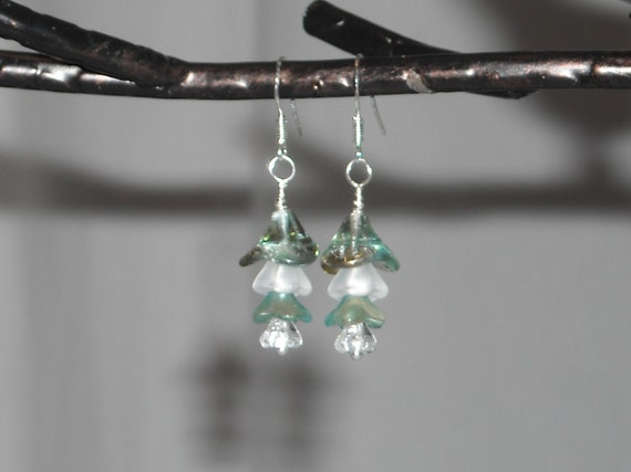 Lovely Aqua Green & Frosted Glass Flower Bead Earrings