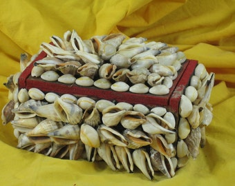 Vintage, Seashell Box, Jewelry Box, Lidded Box covered in Shells, Keepsake Box