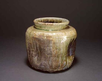 Shigaraki, anagama, ten-day anagama wood firing, with natural ash deposits pot. igatsubo-01
