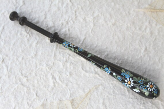 Painted Bayeux Lace Bobbin - Daisies and Forget-me-nots on Ebony