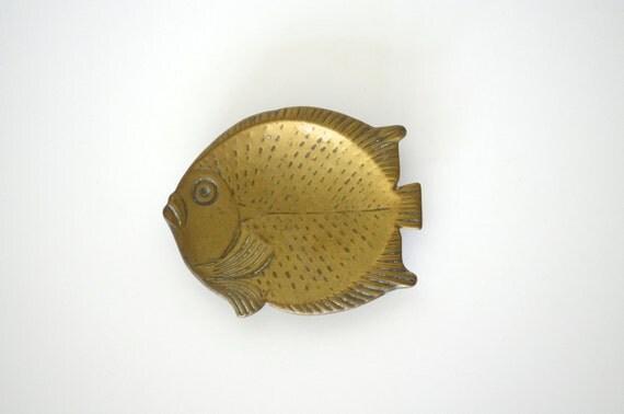Metal fish tray, soap holder, beach decor