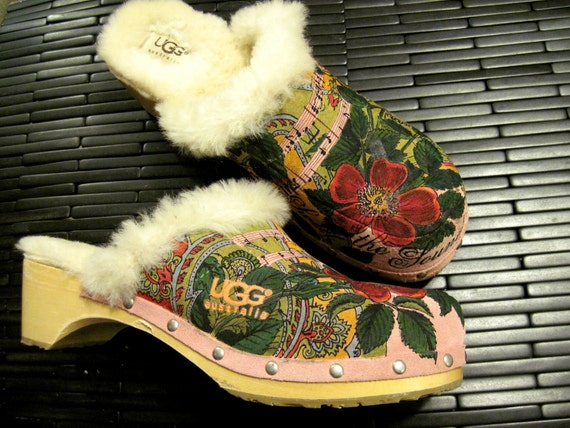 UGG clogs hand painted - Size 9
