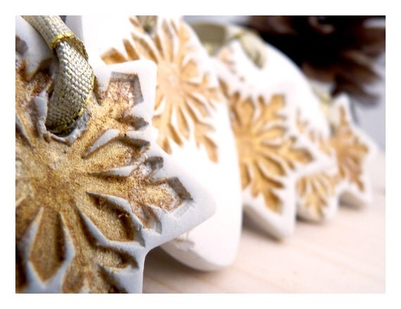 Gold dusted snowflake ornament. Cold porcelain. Set of 5