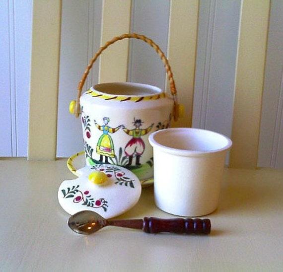 Cottage Chic Cottage Kitchen Jar