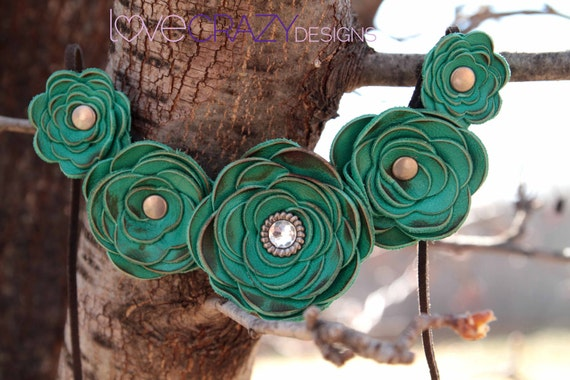 5 flower leather necklace