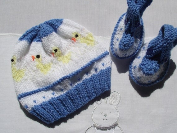 hand knitted baby shoes and  coordinating little baby chicks hat for baby / reborn