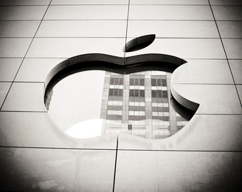 Apple Logo, Apple Store in Chicago, IL, architecture photography