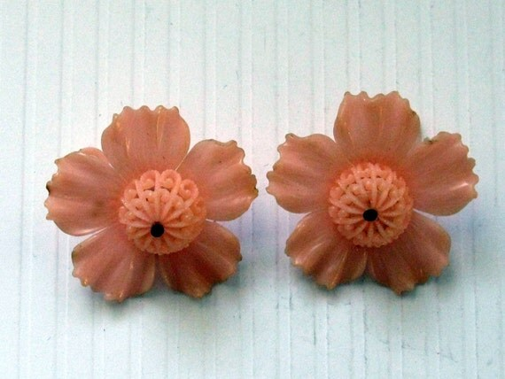 CLEARANCE Vintage Peach Color Plastic Flowers with Filigree Finding