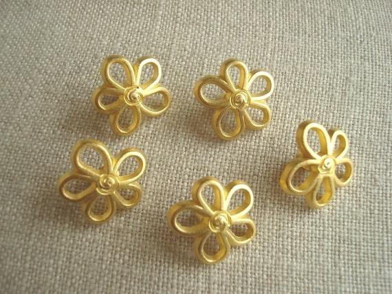 Bright matte gold vintage flower buttons, 5