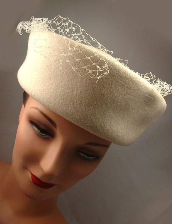 Vintage Hat 1950's 1960's Jackie O' Pill Box Style, Creme - Free Shipping