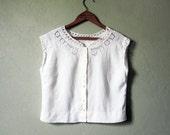 Beautiful 1930s Linen Blouse // Vintage Embroidered Shirt With Mother of Pearl Buttons // Size Small