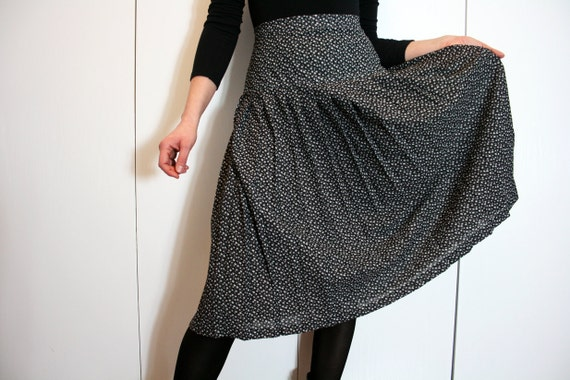 Vintage Pleated Black and White Tiny Floral Pattern Midi Skirt