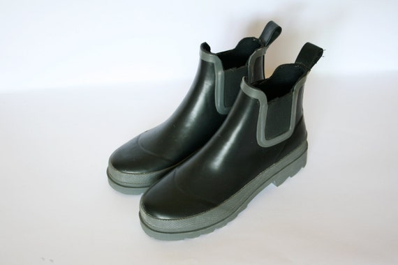 Vintage Black and Grey Rain Ankle Boots Size 6