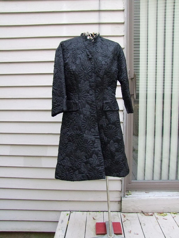 RESERVED-11-09 Vintage black floral brocade coat from Hong Kong British crown colony-dynasty ala 1950,1960s