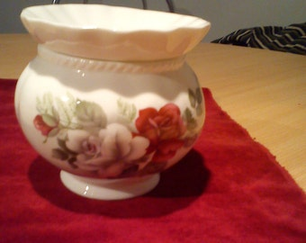 Vintage/Shabby Chic China Pot Pourri Bowl
