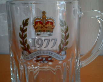 Vintage 1977 The Queens silver jubilee glass tankard