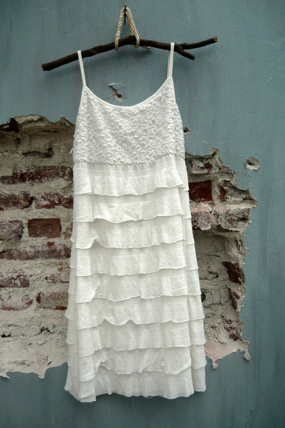90's White dress.Lace. featuring tiered ruffle.Size S- M