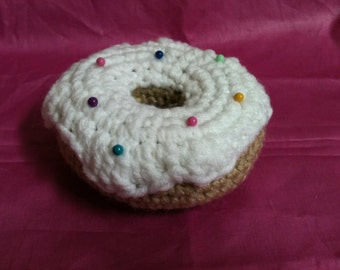 Crochet Donut Pincushion with ball point pins