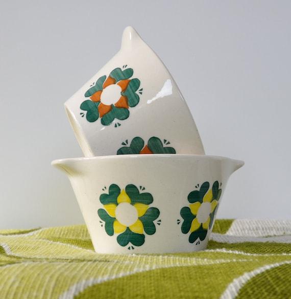 Retro ceramic bowls with flower motif