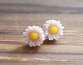 Misty Rose Little Daisy Post Earrings 8mm