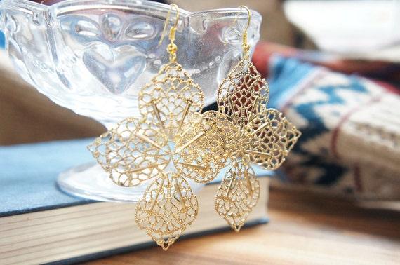 SALE Large Leaf Dangle Earrings - Gold Tone