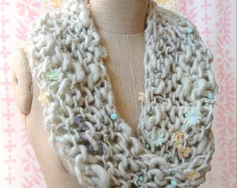 Cowl/Neckwarmer/Infinity Scarf/Capelet/White