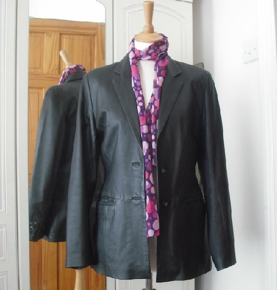 Vintage fitted black leather blazer from UK   size medium