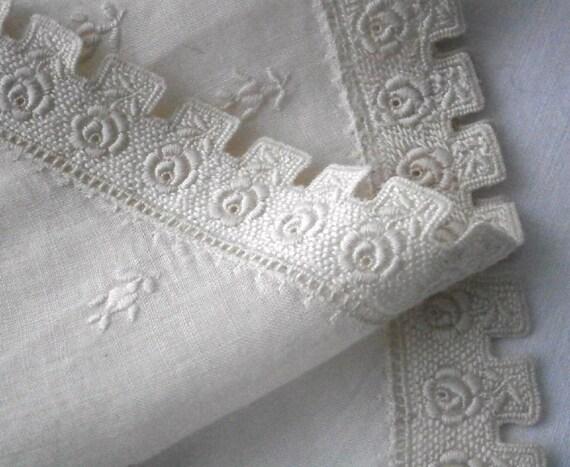 1930s cotton dress collar. Fine cotton lawn rose embroidery