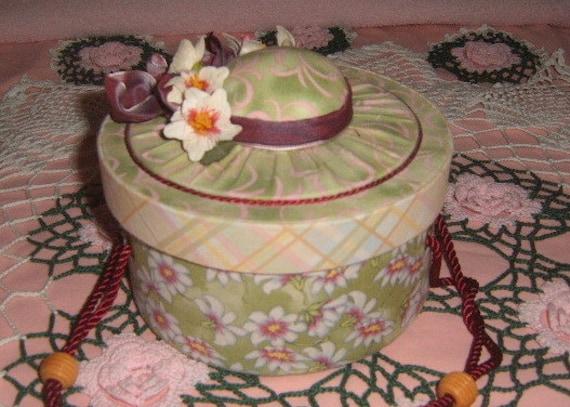 Vintage Sewing Basket , Hat Box, Sewing Supplies, Decorative Box, Pin Cushion