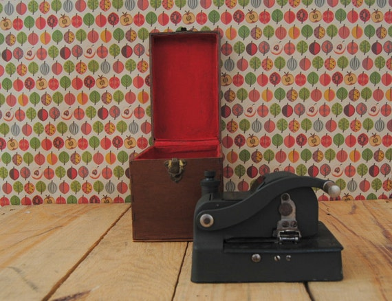 Antique office equipment - COLLECTIBLES: Protectograph Personal Check Writer Model 1500 with original WOODEN CASE