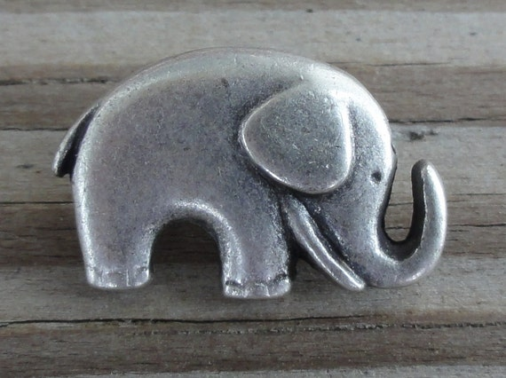 10 Elephant Buttons - Antiqued Silver Metal Buttons with Shank