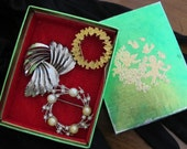 Instant Vintage Collection, Costume Jewelry, Brooches, and Gift Box