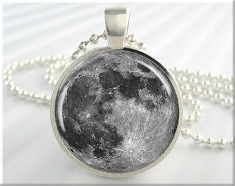 Full Moon Pendant Charm Lunar Space Necklace Resin Picture Jewelry (190RS)