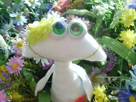Stuffed White Flower Frog Froggie Plush Plushie Softie Stuffed Animal Freddie Frog Crows Roost Prims