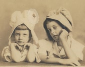 Amazingly Cute Sisters Photo vintage original antique Cabinet Card Milkmaid Hats Oak Cliff Dallas Texas