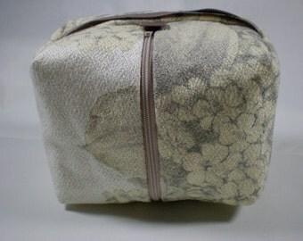 Zippered Box Bag // Vintage Barkcloth