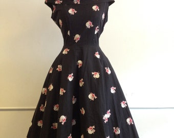 amazing mexican party dress/full circle/Medium-Large/1950/Big bow on the back.