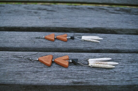 Mitl. Geometric Triangle Arrow Earrings with Howlite Stone Points in Black, White, and Copper