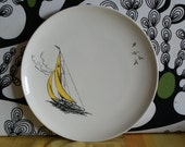 Vintage white, yellow and black 50s Palissy Golden Regatta dinner plate.