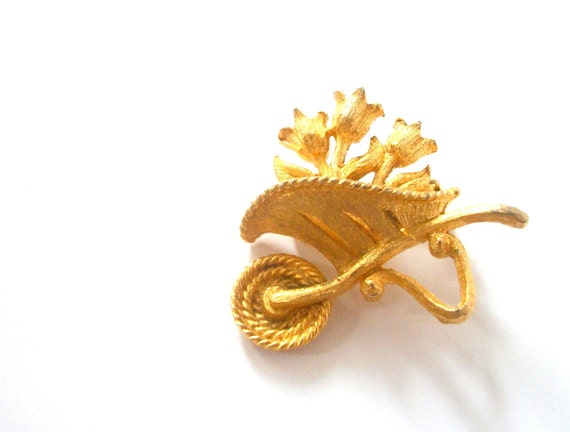 Gold Toned Spring Tulip Wheelbarrow Brooch Pin, tagt team
